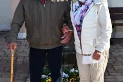 Klärle und Walter Faller vor der Ohmenkapelle. Foto: K. Armbruster